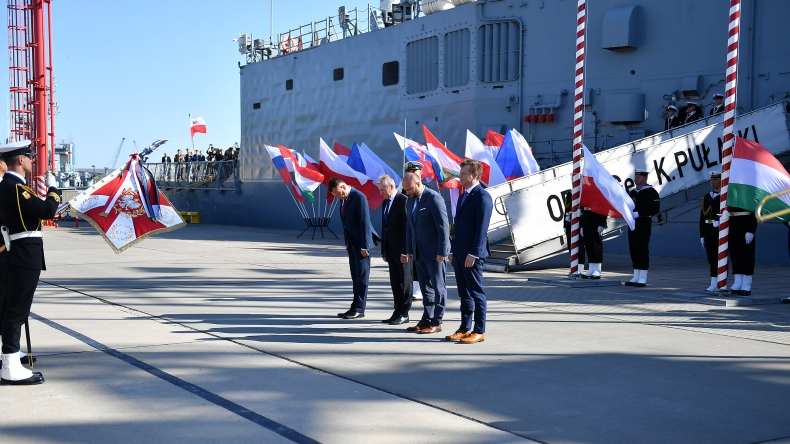 Błaszczak: poprzez współpracę w V4 budujemy bezpieczeństwo naszej części Europy - GospodarkaMorska.pl