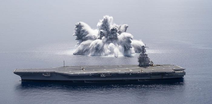"""Lotniskowiec USS Gerald R. Ford przeszedł """"próbę szokową"""" na Oceanie Atlantyckim [WIDEO] - GospodarkaMorska.pl"""