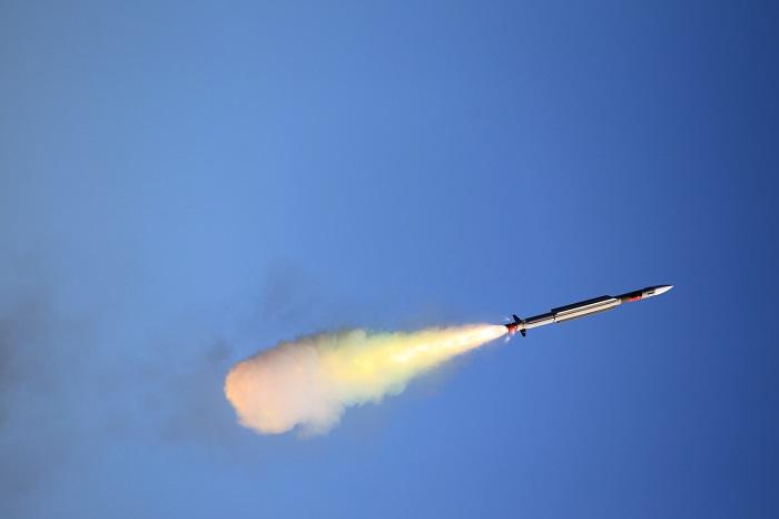 Pocisk rakietowy CAMM-ER firmy MBDA osiąga kolejny etap rozwoju - GospodarkaMorska.pl
