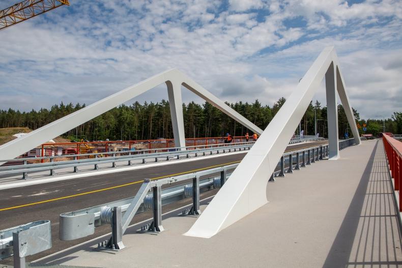 Mierzeja. Most Południowy nad kanałem żeglugowym już otwarty; bliźniaczy Most Północny jest scalany - GospodarkaMorska.pl