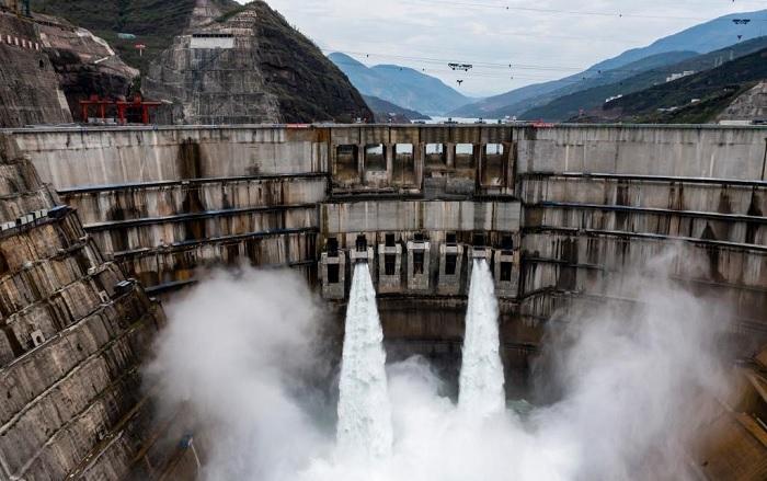 Chiny: Uruchomiono gigantyczne turbiny drugiej największej elektrowni wodnej świata - GospodarkaMorska.pl
