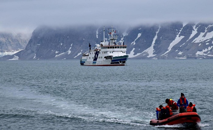 "Rejs na Spitsbergen statku szkoleniowo-badawczego ""Horyzont II"" - GospodarkaMorska.pl"