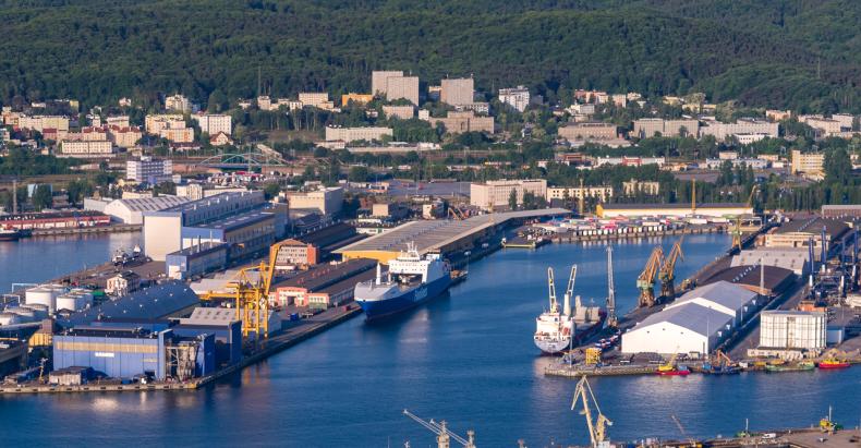 """20 lat terminalu ro-ro OT Port Gdynia: Kierunek na kolejne lata to rozbudowany i """"zielony"""" terminal [WIDEO] - GospodarkaMorska.pl"""