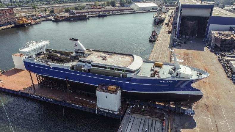 W stoczni Karstensen Shipyard Gdynia zwodowano duży statek rybacki dla armatora z Wysp Owczych [WIDEO, ZDJECIA] - GospodarkaMorska.pl