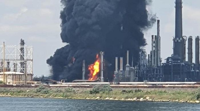 Rumunia: Wybuch w rafinerii ropy naftowej nad Morzem Czarnym. Dwie osoby ranne [WIDEO] - GospodarkaMorska.pl
