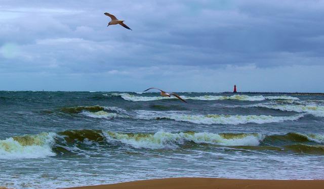 Przelewanie się fal przez nabrzeża będzie coraz częstsze, również w Polsce - GospodarkaMorska.pl