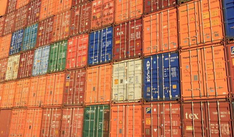 Gdzie są kontenery? Globalny kryzys kontenerowy opóźnia transport morski - GospodarkaMorska.pl