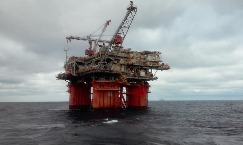 Ceny ropy w USA rosną po największej wyprzedaży od września - GospodarkaMorska.pl