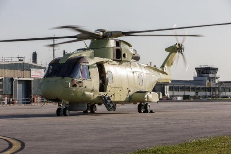 Błaszczak: Pierwszy śmigłowiec AW 101 dla Marynarki Wojennej wykonał lot testowy - GospodarkaMorska.pl