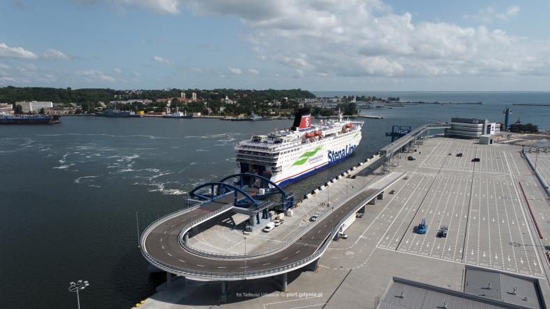 Port Gdynia. Próbne cumowanie w nowym Publicznym Terminalu Promowym wartym 292 mln zł [WIDEO] - GospodarkaMorska.pl