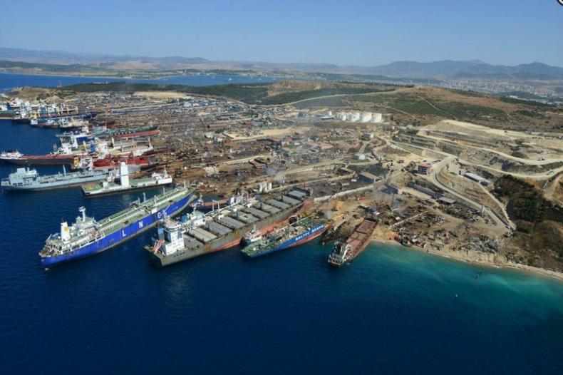 Turcja: Dwie osoby zginęły w czasie demontażu wycieczkowca Carnival Cruise - GospodarkaMorska.pl