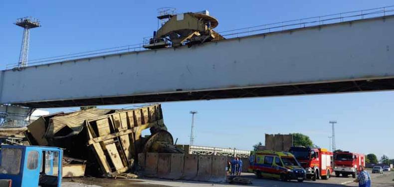 Zawaliła się część suwnicy w Szczecinie. Spadła z operatorem z 25 metrów! - GospodarkaMorska.pl