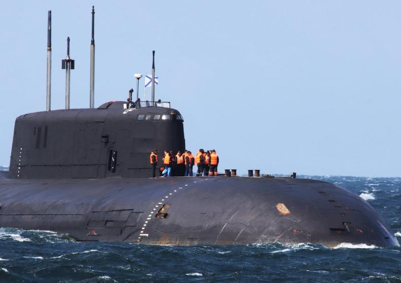 Rosyjski atomowy okręt podwodny bez napędu na wodach Danii - GospodarkaMorska.pl