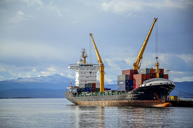 Senat zaproponował poprawkę do noweli ustawy o pracy na morzu  - GospodarkaMorska.pl