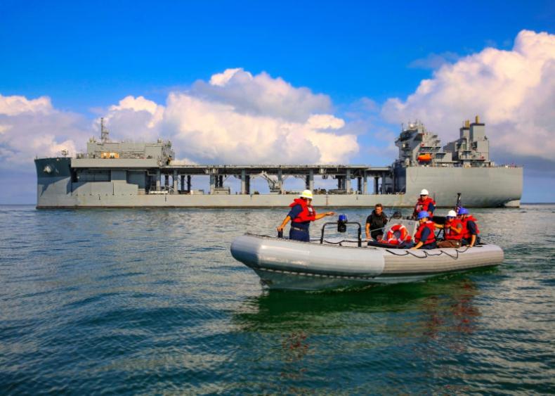 Baza marynarki wojennej przybywa do Nigerii w celu zwalczania piractwa - GospodarkaMorska.pl