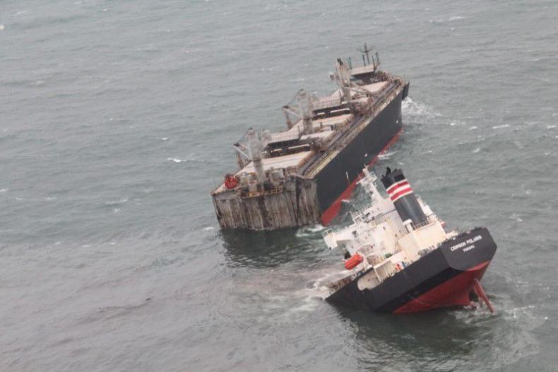Japonia. Wyciek ropy po katastrofie statku [ZDJĘCIA] - GospodarkaMorska.pl