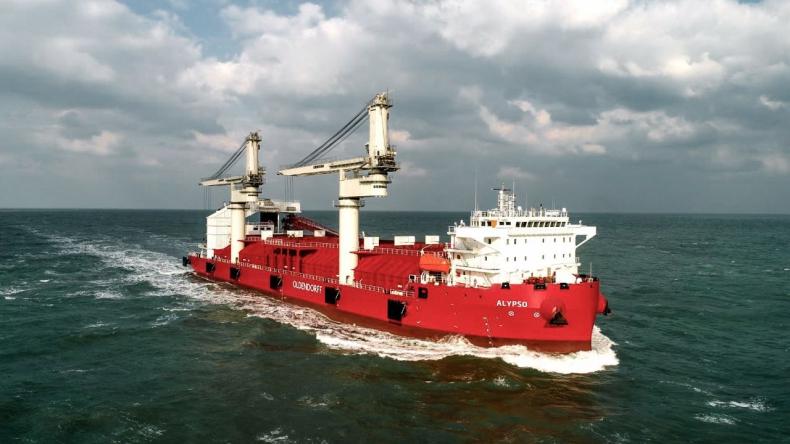 Liebherr dostarczył dźwigi na statki pracujące w Wietnamie i Afryce - GospodarkaMorska.pl