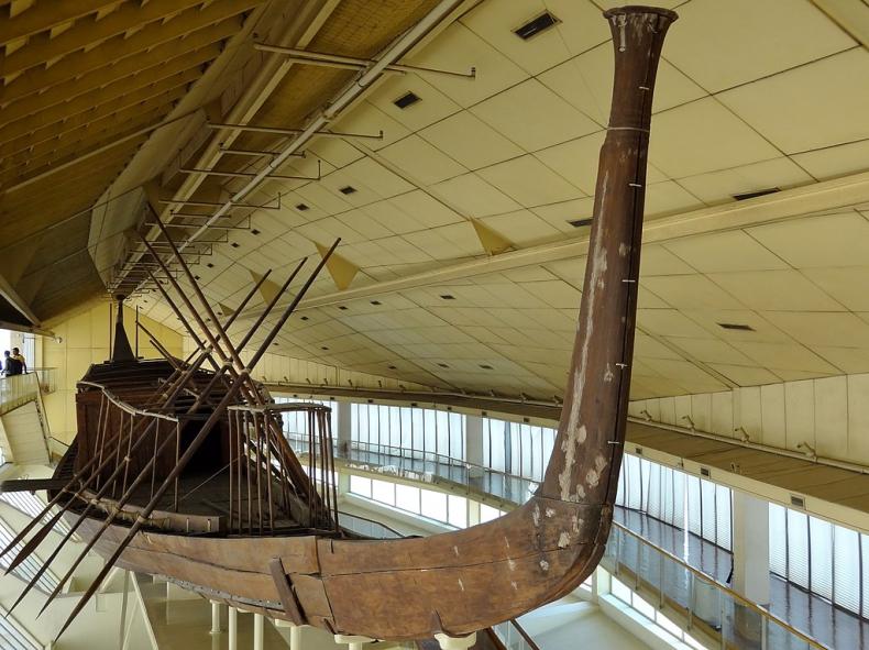 Najstarszy statek świata przeniesiony do Wielkiego Muzeum Egipskiego - GospodarkaMorska.pl