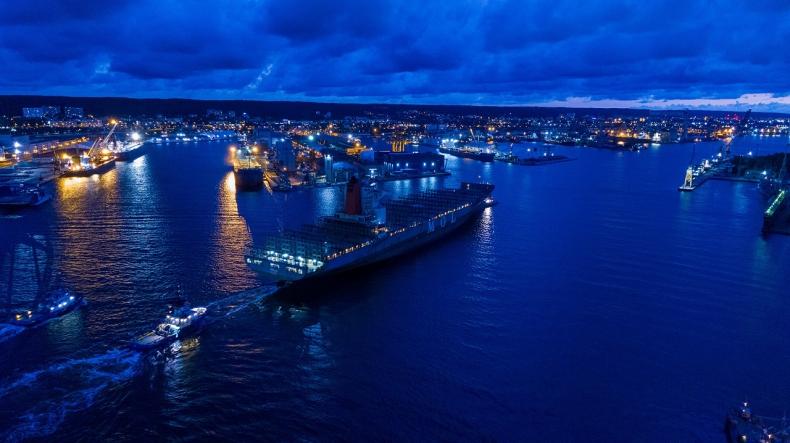 Rekordowy kontenerowiec Hella w Porcie Gdynia. Debiut połączenia oceanicznego do USA [WIDEO, ZDJĘCIA] - GospodarkaMorska.pl