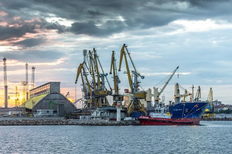 Przestrzenie ładunkowe zabukowane. Analiza rynku frachtowego i czarterowego (tygodnie 29-33/2021) - GospodarkaMorska.pl