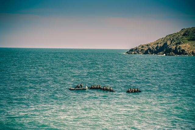 550 migrantów przypłynęło kutrem rybackim na Lampedusę - GospodarkaMorska.pl