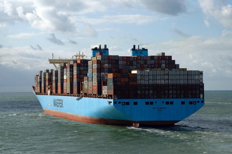 Zeroemisjyne kontenerowce Maersk dekarbonizują łańcuchy dostaw światowych gigantów  - GospodarkaMorska.pl