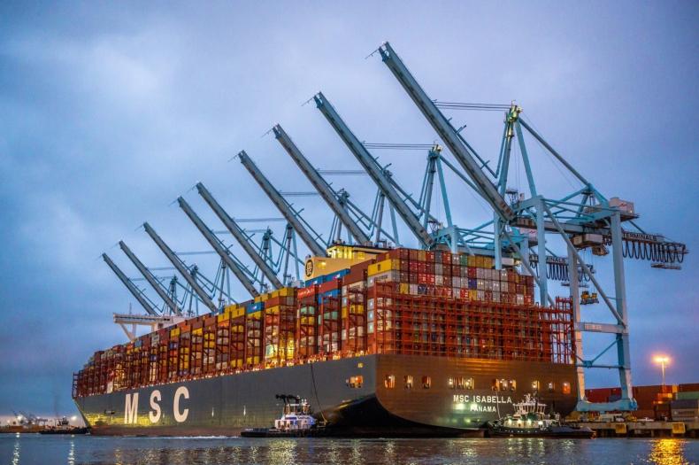 MSC zwiększy dopłatę w szczycie sezonu między Europą a USA - GospodarkaMorska.pl