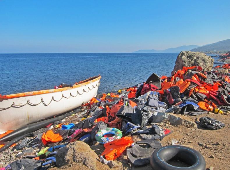 Brytyjska straż graniczna ma zawracać łodzie z nielegalnymi imigrantami - GospodarkaMorska.pl