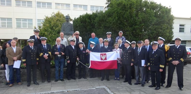 Polscy kapitanowie. Spotkanie z Białoczerwoną Banderą. Możliwe tylko w salach Uniwersytetu Morskiego Gdyni - GospodarkaMorska.pl