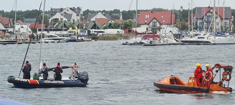 Na wodach Zatoki Puckiej przewrócił się jacht, straż graniczna pomogła żeglarzowi - GospodarkaMorska.pl