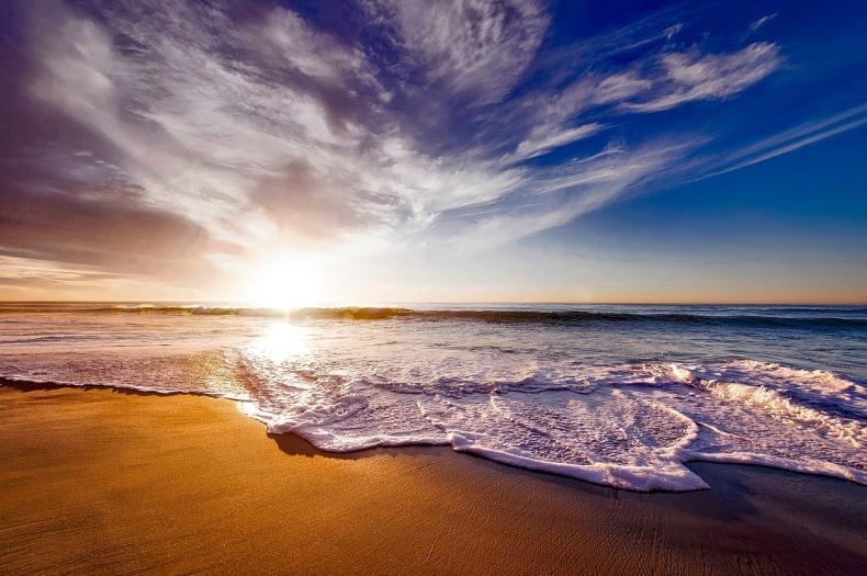 Światowy Dzień Morza 2021. Gdzie zabłyśnie niebieska iluminacja? - GospodarkaMorska.pl