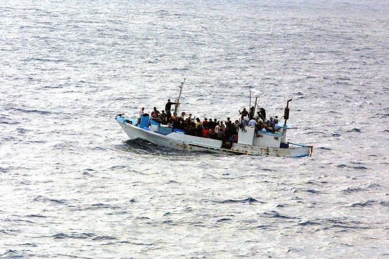 Lampedusa. Na łodzi rybackiej blisko 700 imigrantów - GospodarkaMorska.pl