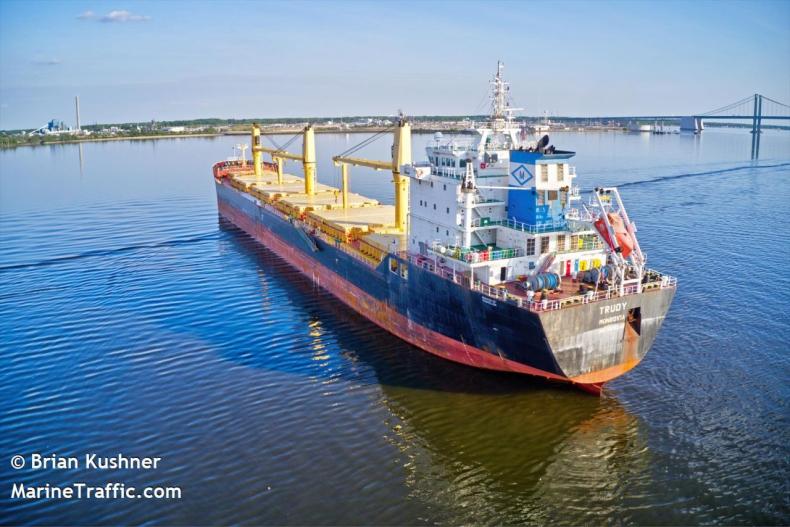 Przestępcy włamali się na statek w poszukiwaniu narkotyków skonfiskowanych przez policję  - GospodarkaMorska.pl
