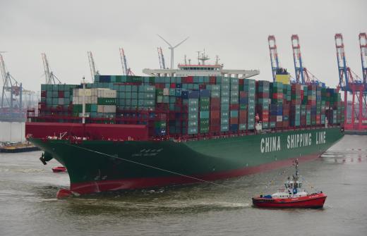 CSCL GLOBE zawija do Hamburga – Chiny najważniejszym partnerem handlowym w przewozach kontenerowych - GospodarkaMorska.pl