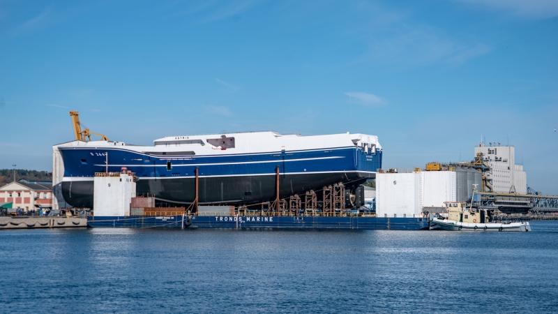Ponad 90-metrowy statek rybacki zwodowano w stoczni Karstensen Shipyard Gdynia [foto, wideo]-GospodarkaMorska.pl