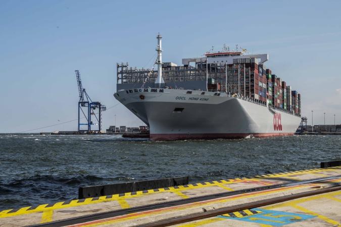 OOCL Hong Kong - największy kontenerowiec świata w terminalu DCT-GospodarkaMorska.pl