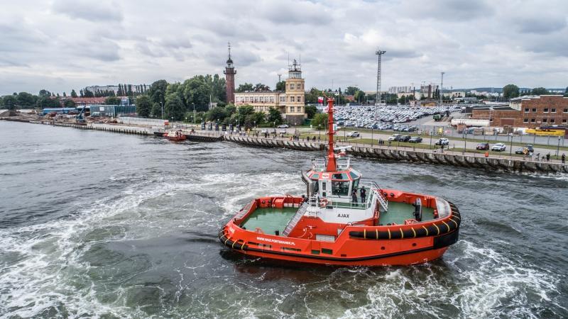 Nowy holownik w Porcie Gdańsk ochrzczony! (foto, wideo)-GospodarkaMorska.pl