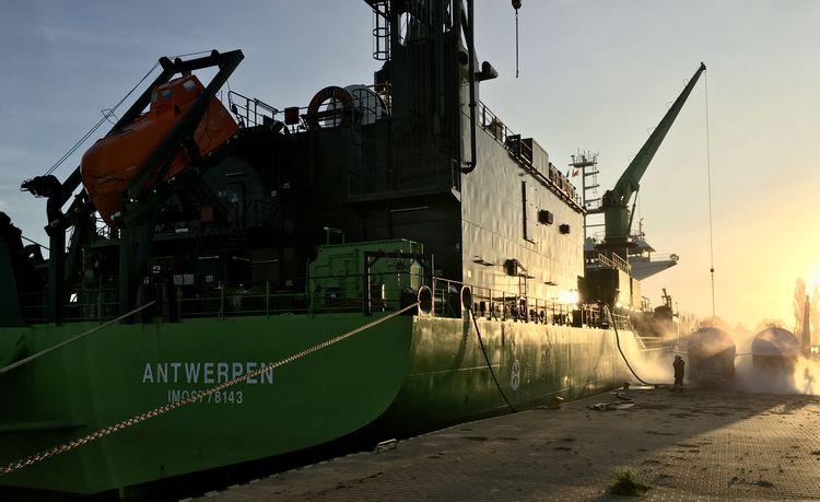 Pierwsze bunkrowanie LNG w porcie Szczecin [foto]-GospodarkaMorska.pl