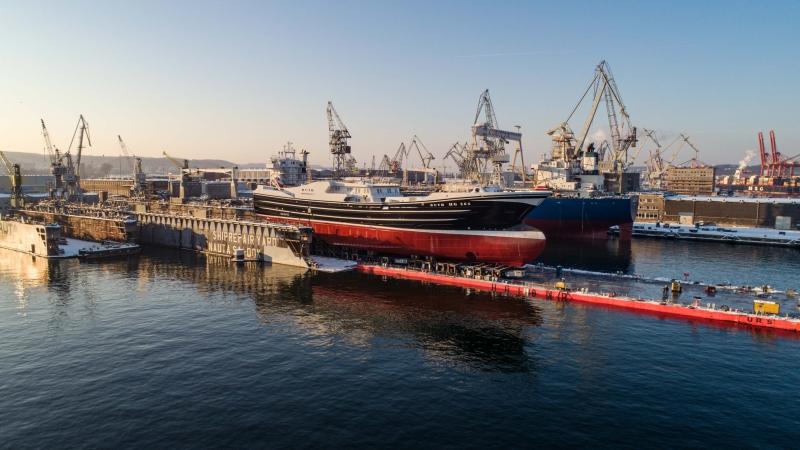 Pracowity początek roku w Karstensen Shipyard Poland. Wodowanie dużej jednostki rybackiej [foto, wideo]-GospodarkaMorska.pl