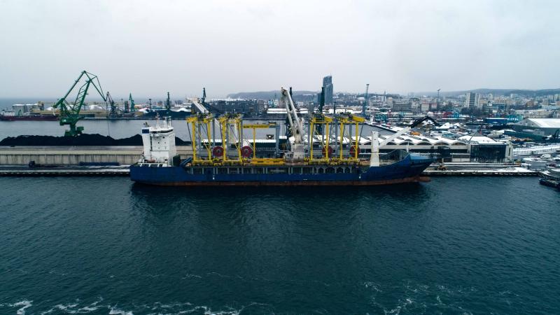 W niedzielę z Portu Gdynia wypłynął statek z ładunkiem 5 suwnic dla izraelskiego portu-GospodarkaMorska.pl
