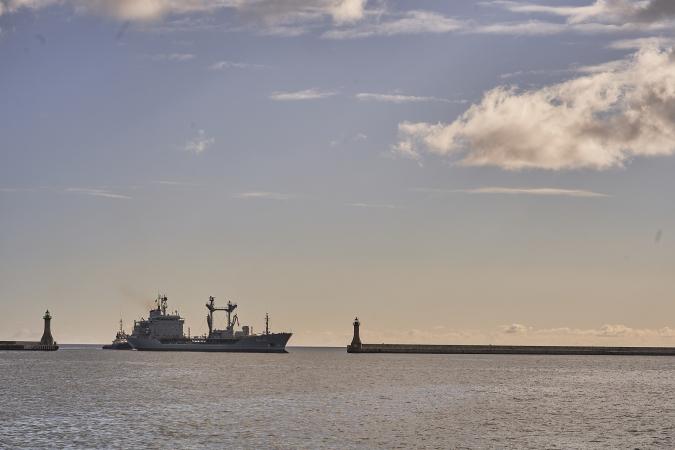 Kanadyjska fregata rakietowa HMCS w gdyńskim porcie-GospodarkaMorska.pl