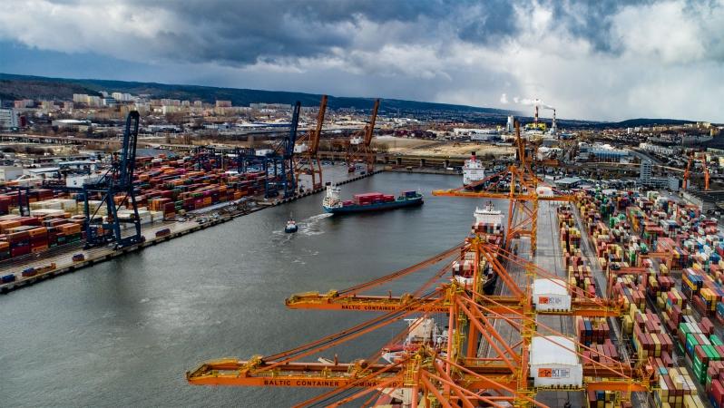 Port Gdynia - pierwsze zawinięcie statku w ramach nowej linii kontenerowej Viasea [foto, wideo]-GospodarkaMorska.pl