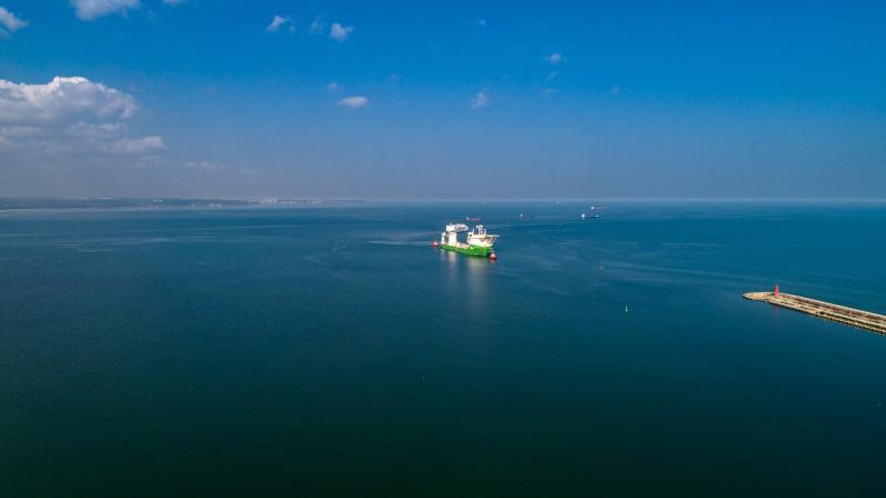 Orion I - offshorowy kolos wszedł do Portu Gdańsk. To na nim runął jeden z największych dźwigów świata-GospodarkaMorska.pl