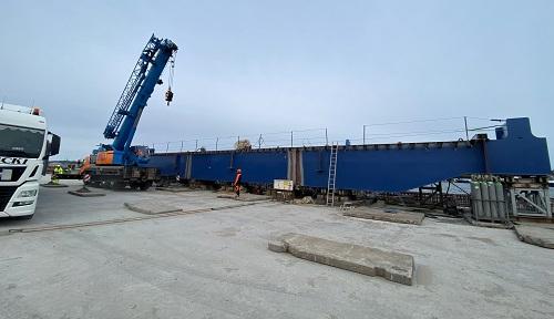 W Świnoujściu na terminalu promowym pojawiły się kolejne elementy modernizowanego nabrzeża -GospodarkaMorska.pl