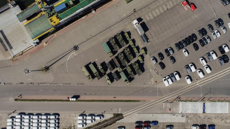 Ciężki sprzęt wojskowy, amunicja i strzelby w Porcie Gdańsk [wideo]-GospodarkaMorska.pl