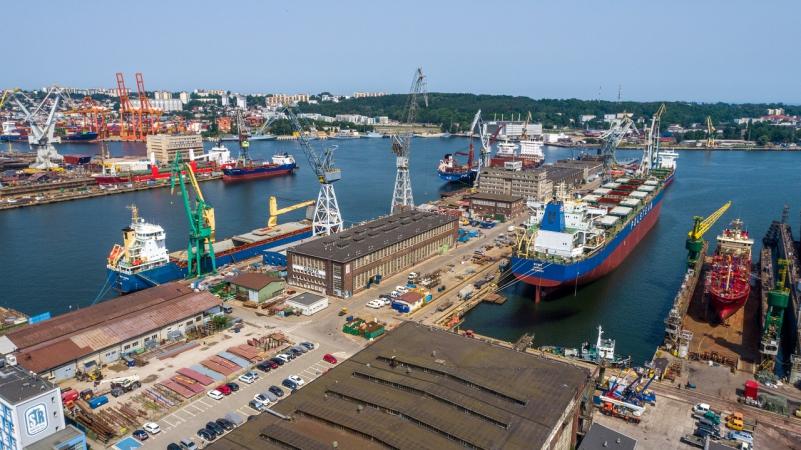 Remonty statków idą pełną parą. Kolejny pracowity dzień w Naucie [WIDEO, ZDJĘCIA]-GospodarkaMorska.pl