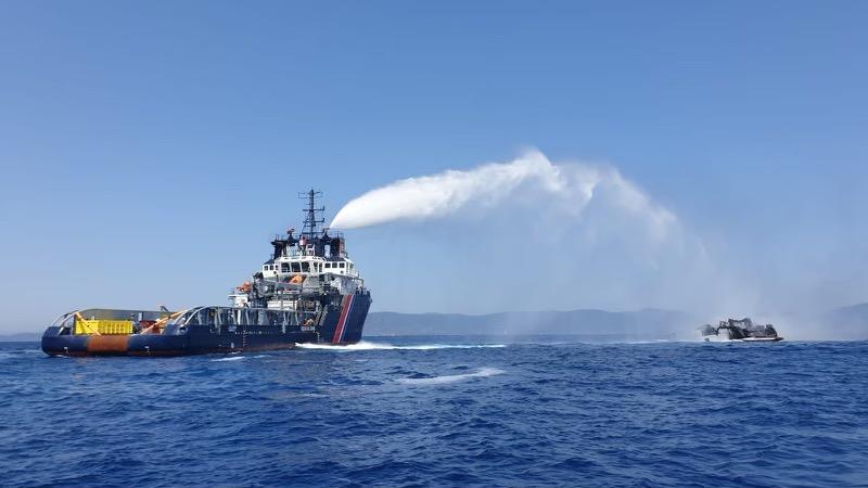 Superjacht Reine d'Azur doszczętnie spłonął u wybrzeży Francji [WIDEO, ZDJĘCIA]-GospodarkaMorska.pl