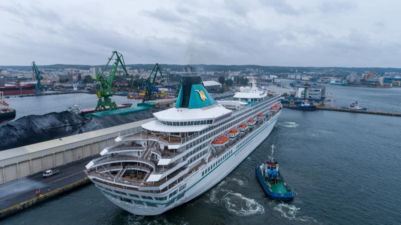 Wycieczkowiec Artania zawinął do Portu Gdynia [foto, wideo]-GospodarkaMorska.pl