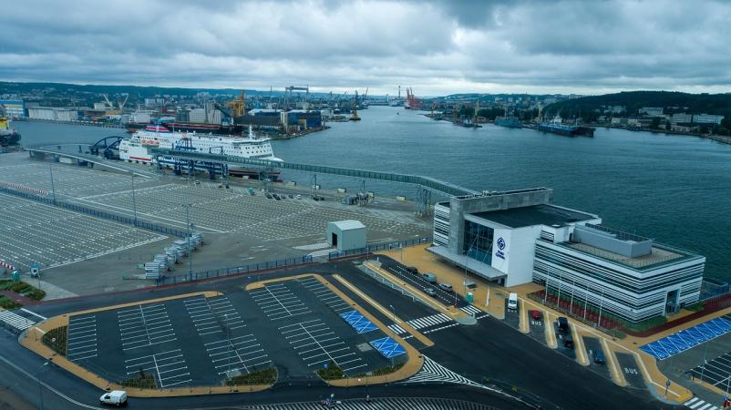 Prom Polferries zawinął do Portu Gdynia. Sukces próbnego cumowania, kolejny krok do bałtyckiego hubu promowego [WIDEO, ZDJĘCIA]-GospodarkaMorska.pl