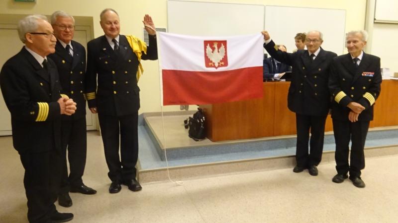 Polscy kapitanowie. Spotkanie z Białoczerwoną Banderą. Możliwe tylko w salach Uniwersytetu Morskiego Gdyni-GospodarkaMorska.pl